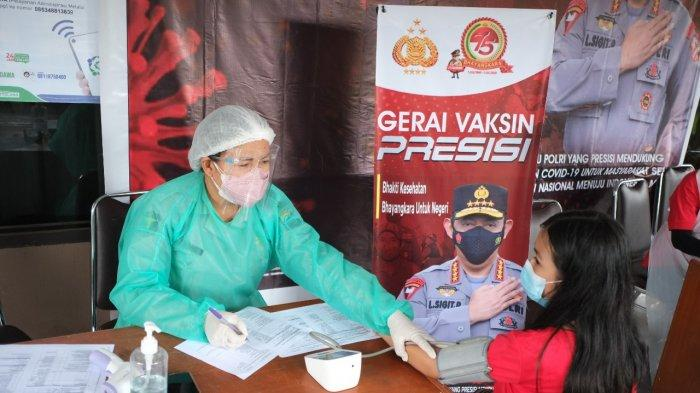BERITA FOTO: Vaksinasi di Poliklinik Polda Sulut