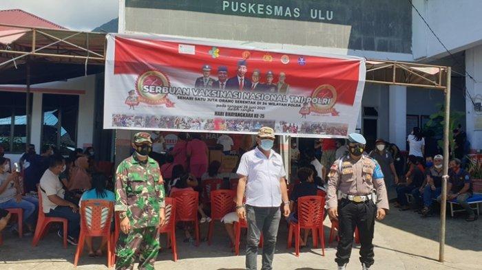 Vaksinasi massal HUT Bhayangkara ke-75 tahun yang berlangsung di Puskesmas Ulu Siau.
