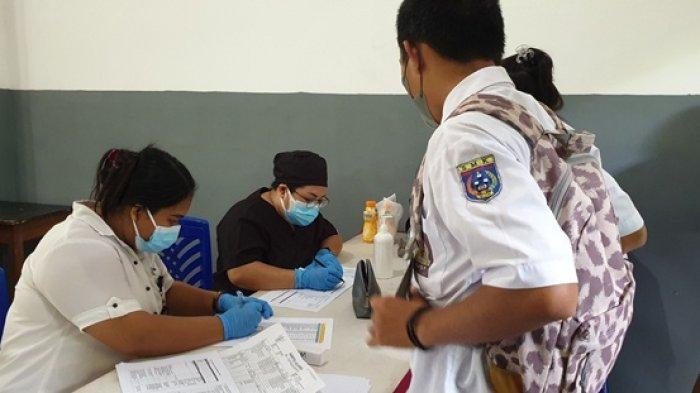 Pelajar SMKN 1 Siau Timur Ramai-ramai Datangi Lokasi Vaksinasi Covid-19