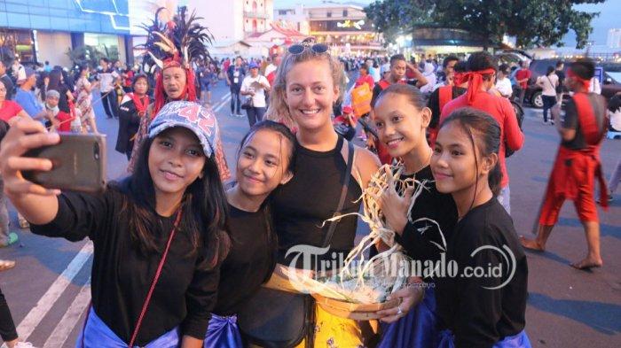 Valentine Metz Senang Ikut Parade di Manado Fiesta 2018