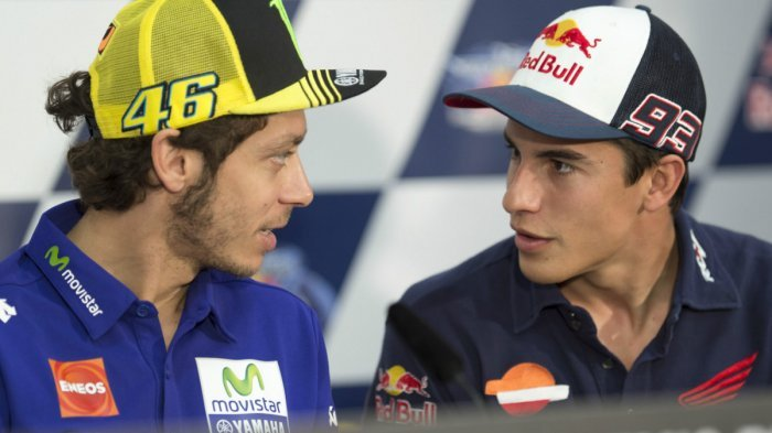 Di Masa Jaya, Siapa yang Lebih Jago Antara Valentino Rossi dan Marc Marquez?