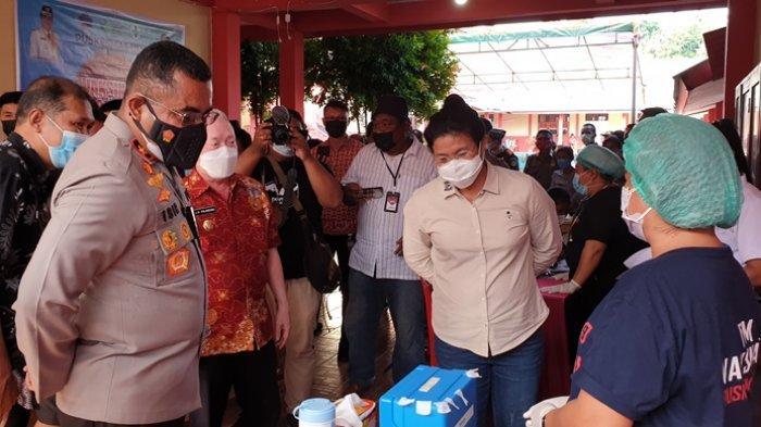 Wakapolda Sulut Brigjen Jhonny Isir Tinjau Pelaksanaan Vaksinasi di Kabupaten Sitaro