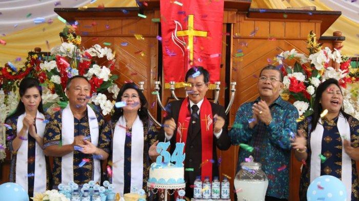 Vicky Lumentut Jadi Khadim di Ibadah Kenaikan Yesus Kristus dan HUT ke-34 Jemaat GMIM Firdaus