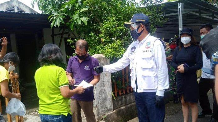 Vicky Lumentut Turun Langsung Penyaluran Social Safety Net di Sario