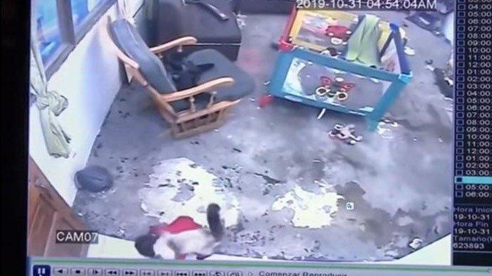video-detik-detik-seorang-bayi-yang-nyaris-jatuh-dari-tangga2-2632.jpg