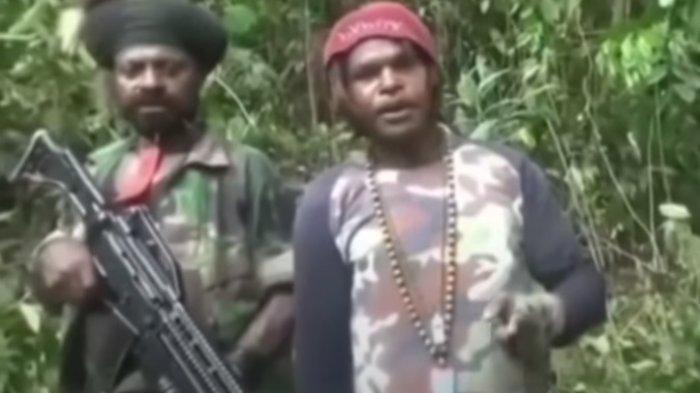 Lihat Gaya & Jenis Senjata Yang Dipegang Personel KKB di Papua,Bikin Video Menyatakan Diri Tak Takut