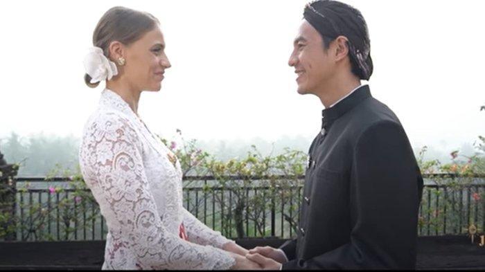 VJ Daniel dan Viola Maria Dapat Wejangan Pernikahan dari Mbah Satinem Penjual Lupis di Yogyakarta