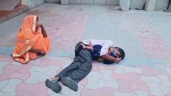 Viral Video Seorang Ayah Menangis Sambil Peluk Anaknya yang Sudah Meninggal Didepan Rumah Sakit