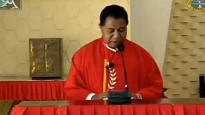 VIRAL VideoIsak TangisPastor di Papua saat Pimpin Misa Online,Ibarat Yesus Mengingat 12 Rasulnya