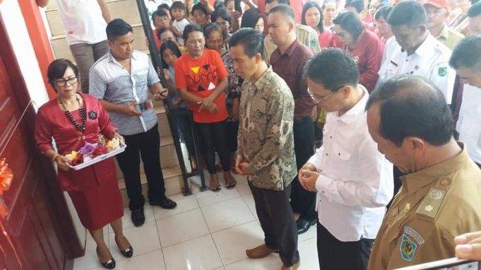 Bolmong - Wabup Yanny Tuuk Resmikan Kantor Desa Mogoyunggung I