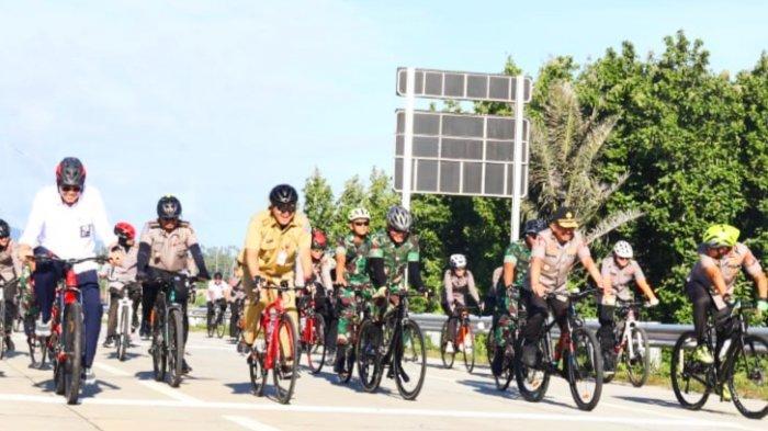 Wagub SK Gowes Sepeda Tinjau Tol Manado-Bitung Bersama Kakorlantas Polri