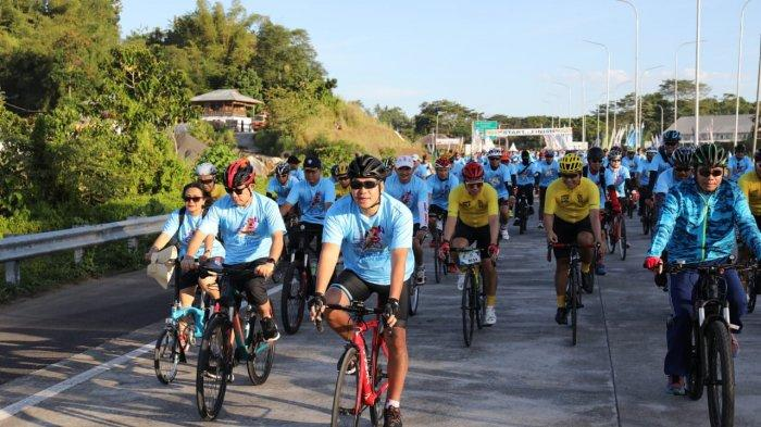 Wagub Sulut Steven Kandouw Jajal BI Fun Bike 25 K di Jalan Tol Manado-Bitung, Simak Foto-Fotonya