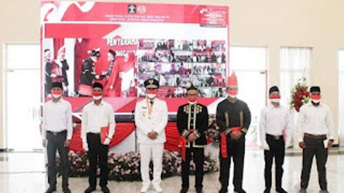 Wakil Gubernur Sulawesi Utara (Sulut) Steven Kandouw menyerahkan remisi bagi narapidana di Provinsi Sulut di Graha Gubernuran Sulut, Bumi Beringin, Kota Manado, Selasa (17/08/2021). (Pemprov Sulut)