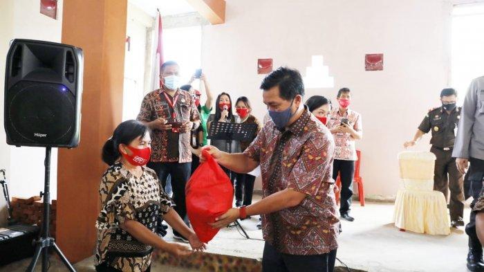 Wagub Steven Kandouw Kunjungi Desa Pangu Minahasa Tenggara, Serahkan Bantuan Program ODSK