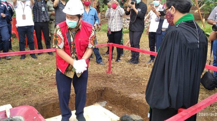Wagub Sulut Steven Kandouw meletakan batu pertama atau ground breaking) pembangunan TPA Regional Manado, Minahasa, Minahasa Utara dan Bitung (Mamitarang) di Desa Wori, Kecamatan Wori, Kabupaten Minahasa Utara, Kamis (24/9/2020).