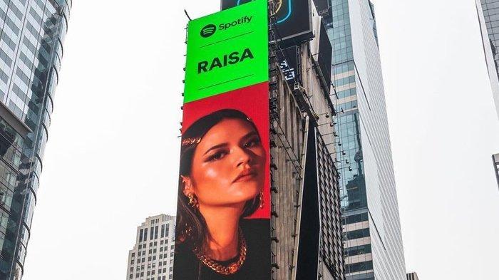 Wajah Raisa Andriana Terpampang di Times Square New York City