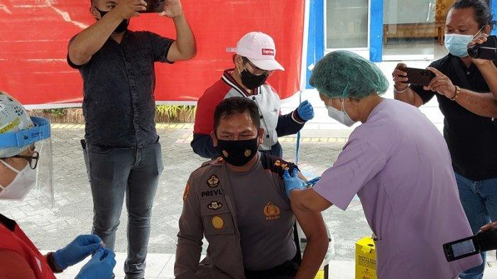 Wakapolres Bitung Terima Vaksin Covid-19