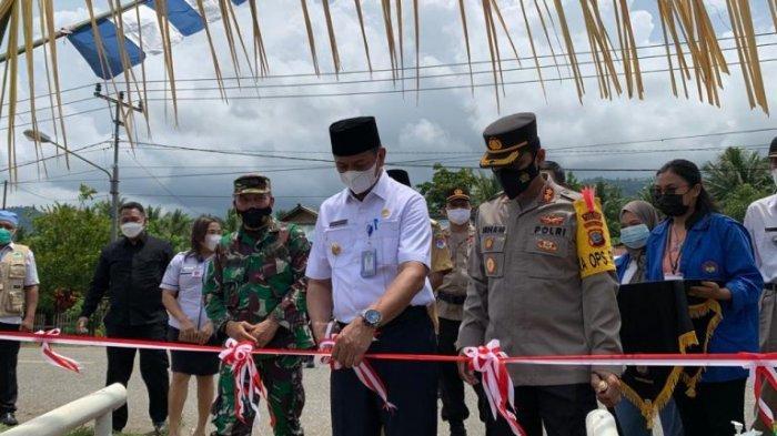 Wabup Boltim Oskar Manoppo & Kapolres Irham Halid Gunting Pita Launching Kampung Tangguh Nusantara