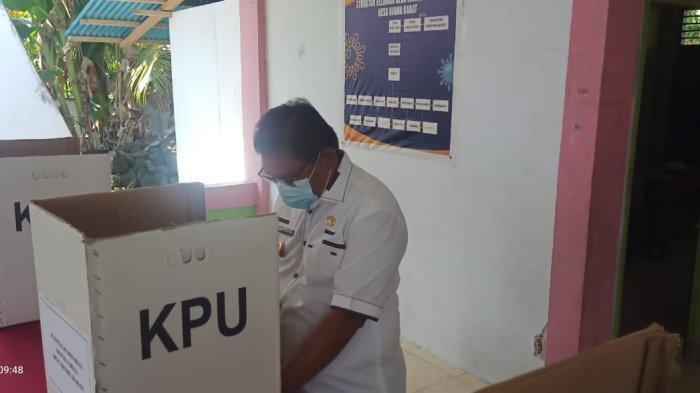Wakil Bupati Talaud Moktar Arunde Parapaga imbau warga untuk jaga netralitas serta keamanan usai pelaksanaan Pilkades 2021 di Talaud, Rabu (14/7/2021).