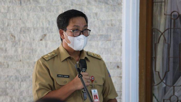 Wakil Gubernur Sulawesi Utara Steven Kandouw melayat ke rumah duka sekaligus mengikuti ibadah pemakaman almarhumah Tetty Pepah-Paath