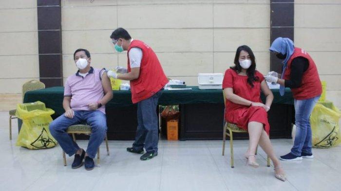 Wakil Gubernur Sulut Steven Kandouw dan Istri Divaksin Covid-19 Dosis Kedua