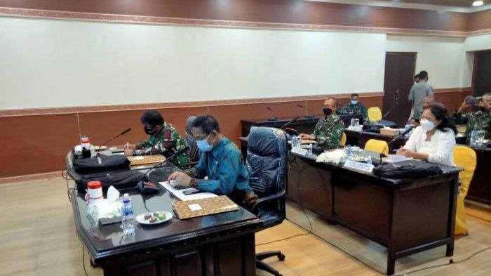 Wakil walikota Bitung Hengky Honandar SE menghadiri pelaksanaan Rakornis pelaksanaan TMMD ke 111 di Makorem 131 Santiago Kota Manado.