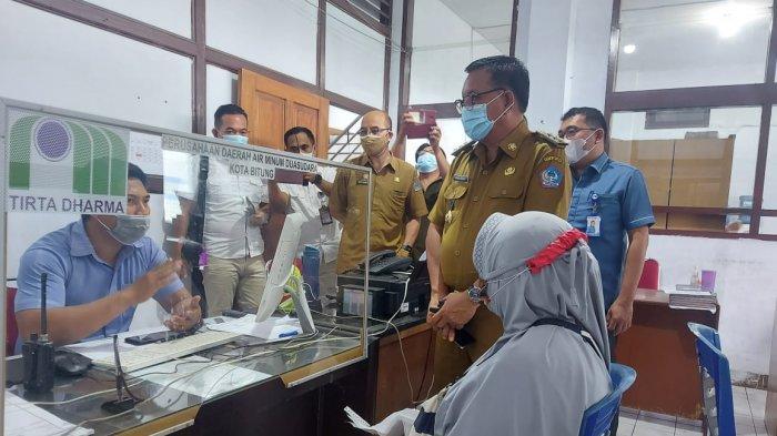 Nemo Sampaikan Langsung Keluhan soal Air PDAM ke Wali Kota Bitung Maurits Mantiri