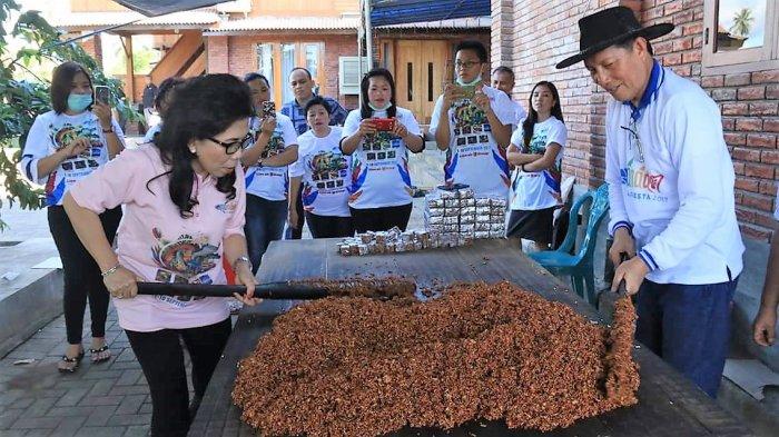 Wali Kota Manado GSVL Juga Bakar Nasi Jaha, Bikin Dodol dan Kue Bepang di Puncak Malalayang