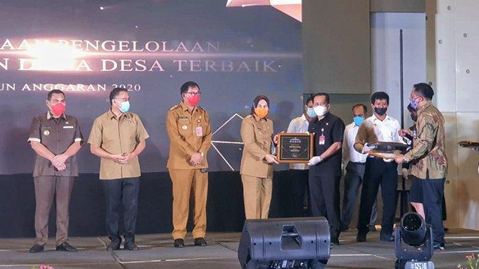 Wali Kota Kotamobagu Tatong Bara Terima 3 Penghargaan Bidang Keuangan