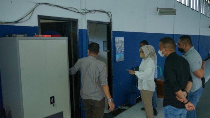 Wali Kota Kotamobagu Ir. Hj. Tatong Bara saat meninjau Balai Pengujian Kendaraan Bermotor Dinas Perhubungan, Jumat (6/8/2021).