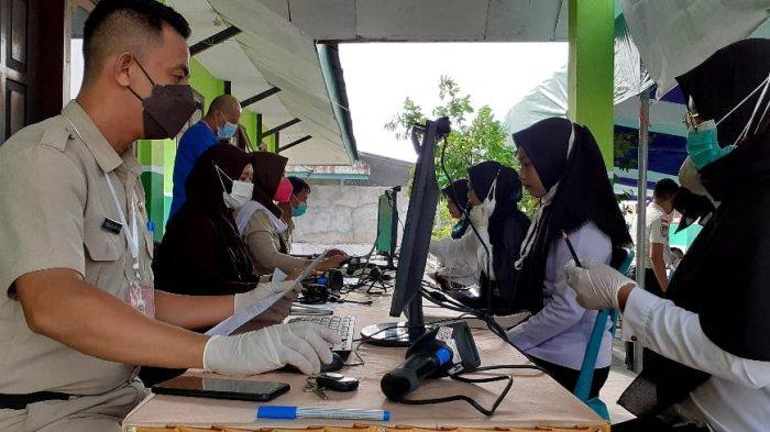 Wali Kota Kotamobagu Ir Hj Tatong Bara, Senin pagi (11/10/2021), membuka pelaksanaan Seleksi Kompetensi Dasar (SKD) bagi Calon Pegawai Negeri Sipil (CPNS) Kota Kotamobagu Tahun Formasi 2021.