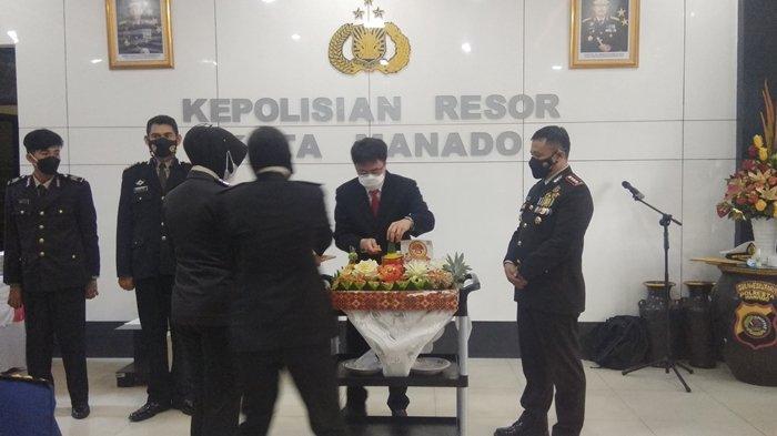 Wali Kota Manado Andrei Angouw didampingi oleh Kapolresta Manado