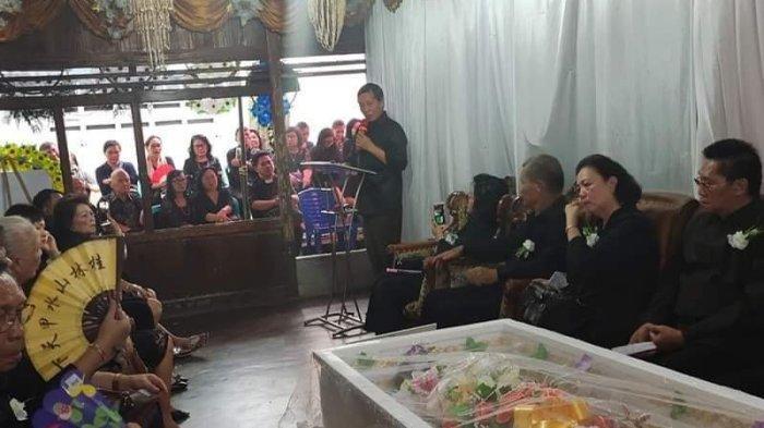 Wali Kota Manado Melayat Rumah Duka Keluarga Besouw-Salmon pada Akhir Tahun Lalu