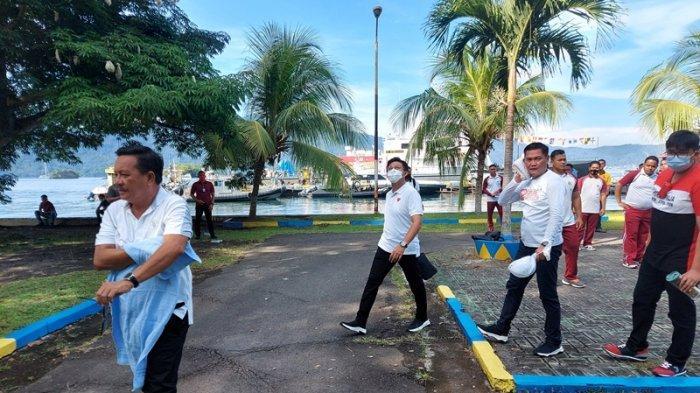 Wali Kota Bitung Maurits Mantiri dan Bupati Minut Joune Ganda Olahraga Zumba di Polairud