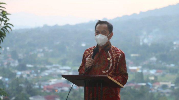 Wali Kota Tomohon Caroll Joram Azarias Senduk, SH melantik Edwin Roring, SE, ME sebagai Sekretaris Daerah Kota Tomohon.