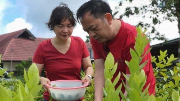 Wali Kota Tomohon terpilih Caroll Senduk dan istri.