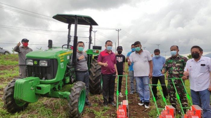 Tunjang Sektor Pertanian, Wali Kota Tomohon Caroll Senduk Serahkan Alsintan