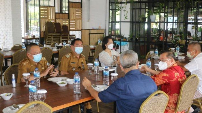 Makan Siang Bersama Uskup Mgr Benediktus Rolly Untu, Caroll Senduk-Wenny Lumentut Didoakan