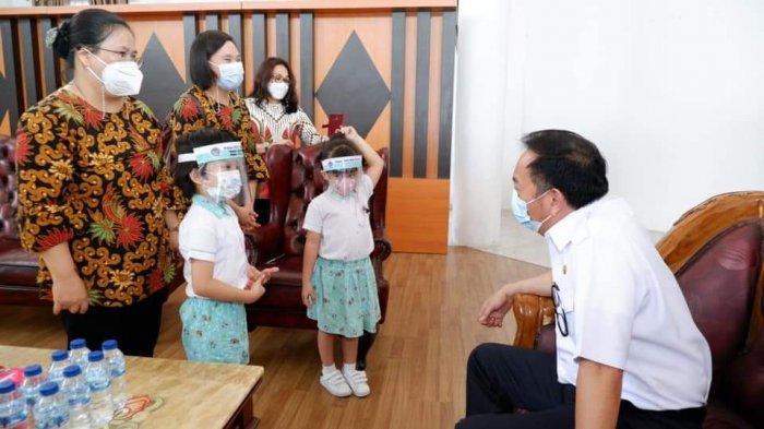 Terima Kunjungan TK dan PAUD Happy Holly Kids, Wali Kota Tomohon Caroll Senduk Bahagia