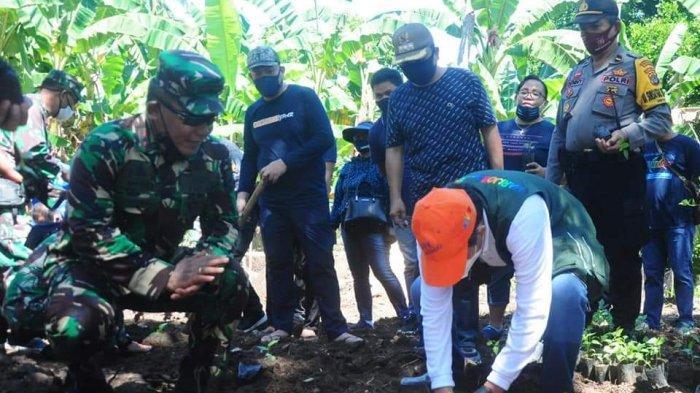 Wali Kota Vicky Lumentut, Danrem & Dandim Lepas Penyu ke Laut dan Ba Kobong di Siladen& Manado Tua