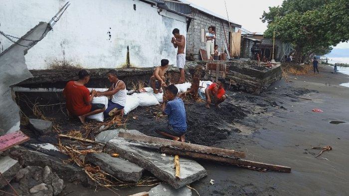 5 Rumah Rusak Parah, 4 Rusak Ringan Diterjang Ombak, Warga Gotong Royong Dirikan Tanggul