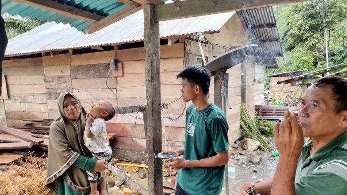 Warga Bolang Aso ketika ditemui Tribun Manado.
