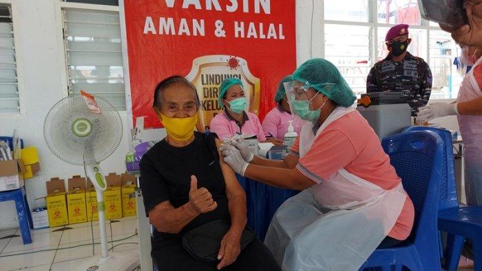 Lansia di Bitung Antusias Ikuti Serbuan Vaksinasi Covid-19 Lantamal VIII Manado