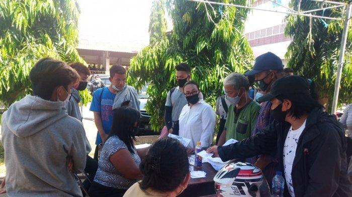 Warga Minsel Padati Kantor Disdukcapil untuk Urus Suket dan e-KTP