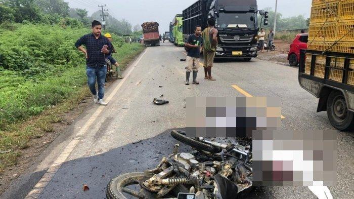 Kecelakaan Maut Tadi Pagi, Suami Istri Tewas di Tempat, Korban Menyalip Lalu Tertabrak Truk Sawit