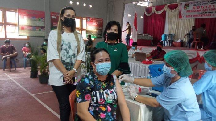 Warga Desa Walantakan Kabupaten Minahasa Antusias Sambut Vaksinasi