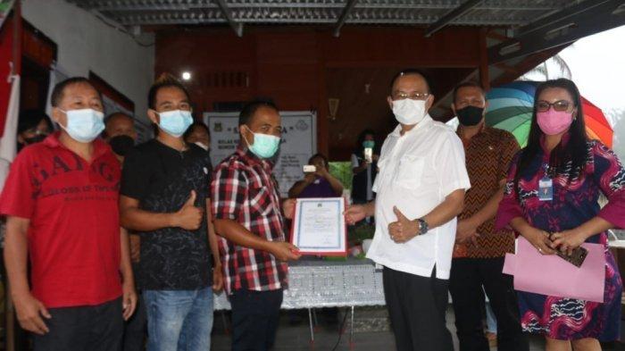 Wenny Lumentut Kukuhkan Kelompok Pembudidaya Ikan Sarang Nila Kelurahan Taratara Tiga