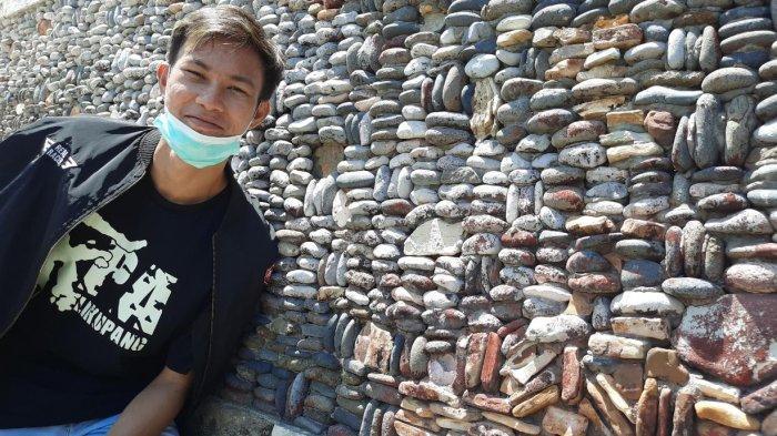 Berfoto ria di perkampungan warga di Pulau Bangka