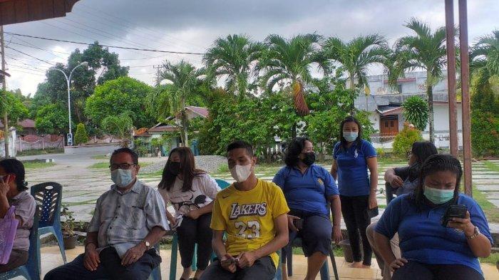 WKRI Cabang Melonguane Kabupaten Talaud melaksanakan bakti sosial (baksos) percepatan vaksinasi, di Aula Pastoran Paroki Maria Ratu Damai Melonguane, Minggu (27/6/2021).