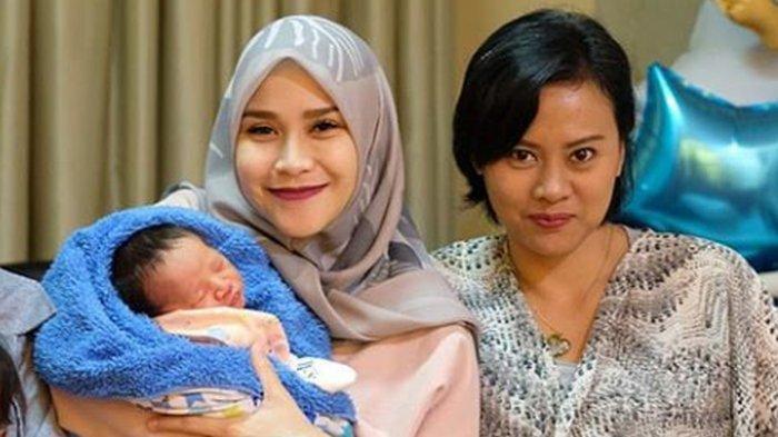 5 Pesona Cantik Yanesthi Hardini Mantan Istri Hanung Bramantyo, Tak Kalah dari Zaskia Adya Mecca!